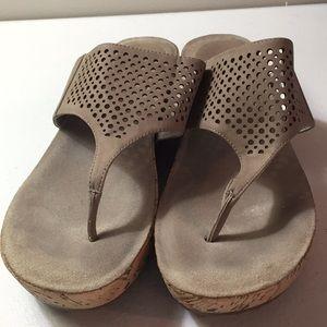 Ellen Tracy platform thong sandals
